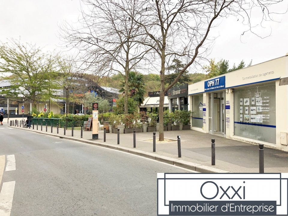 LOCAL COMMERCIAL &agrave; Louer<br>MELUN -